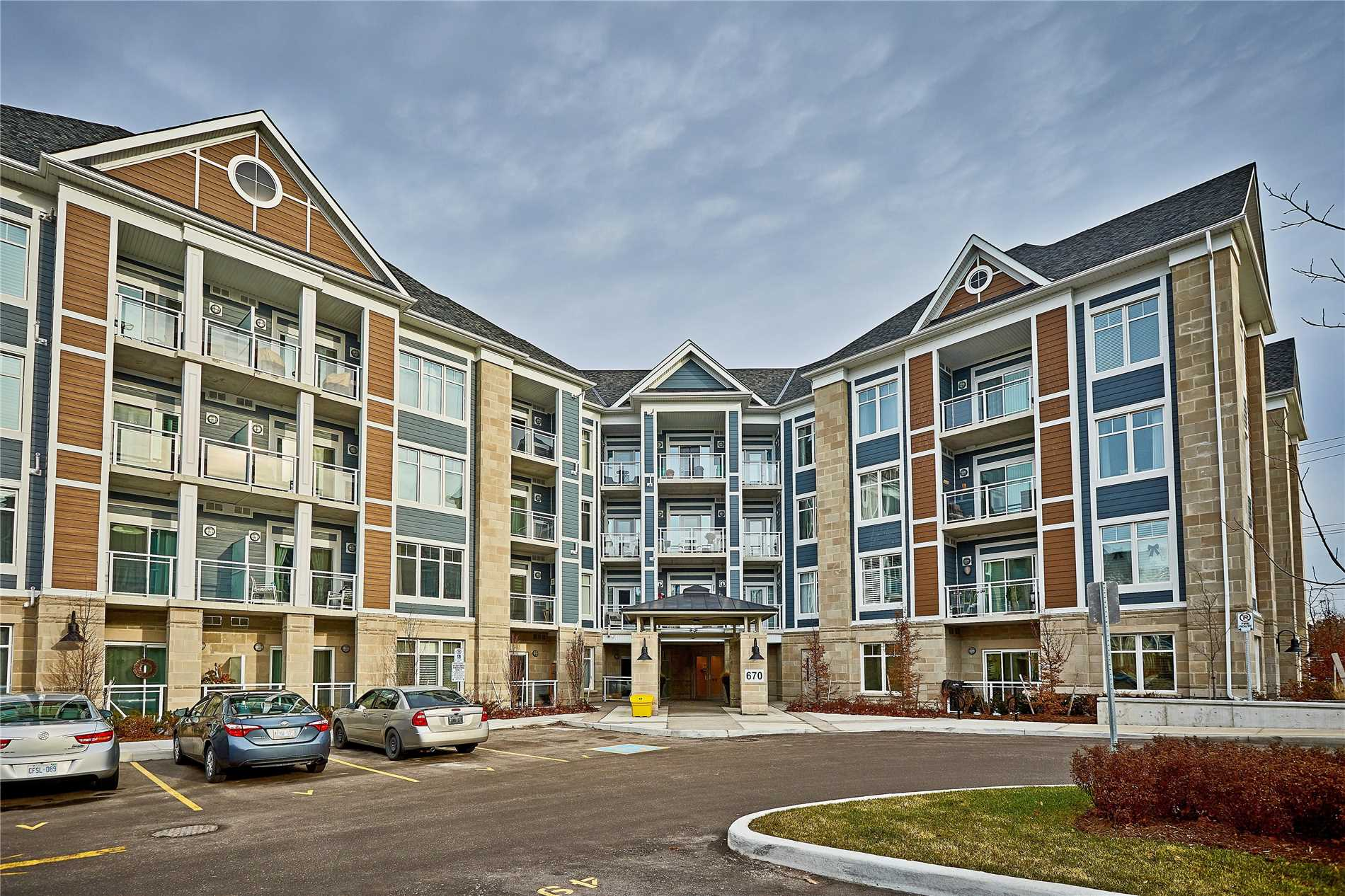 1 Bdrm + Den Harbourside Condo in Whitby Shores