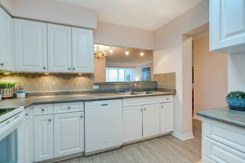 Spacious 2 Bdrm + Den in Discovery Place Pickering Condo